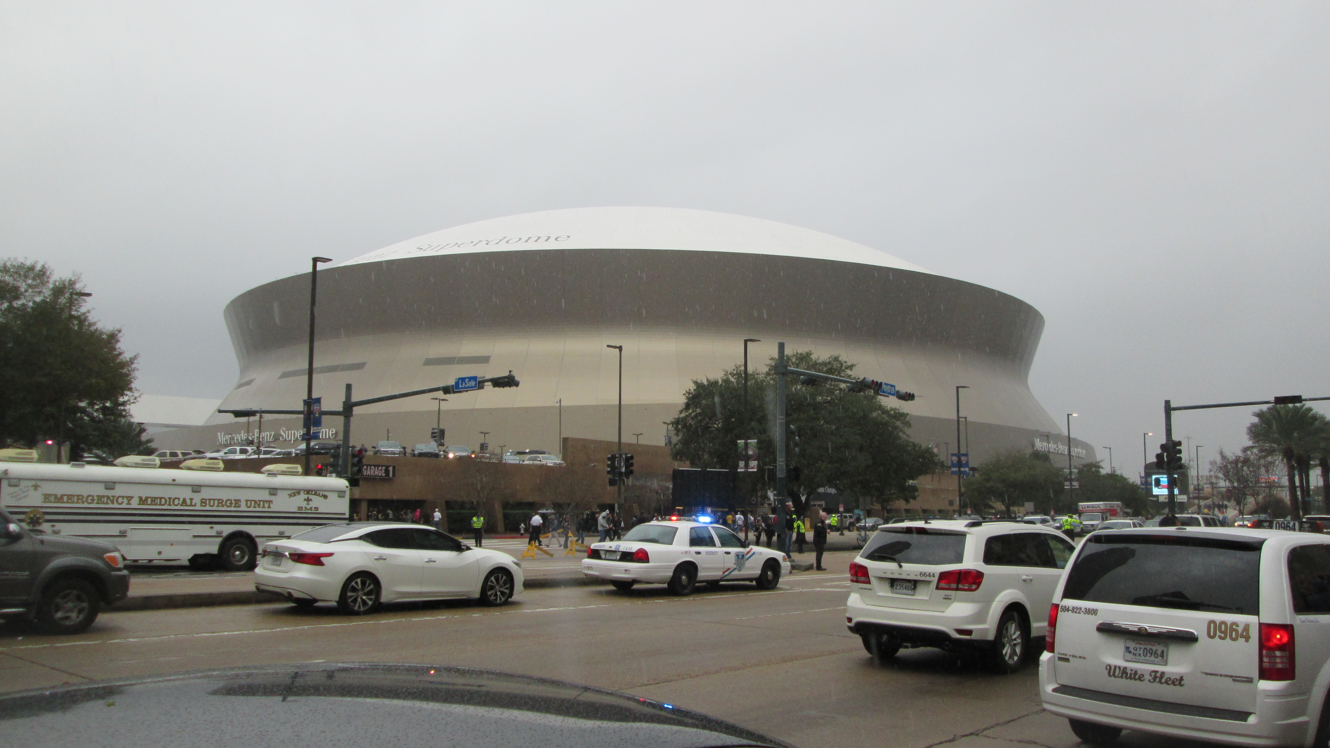 Superdome roof cleaning the louisiana superdome plays an for Mercedes benz new orleans service
