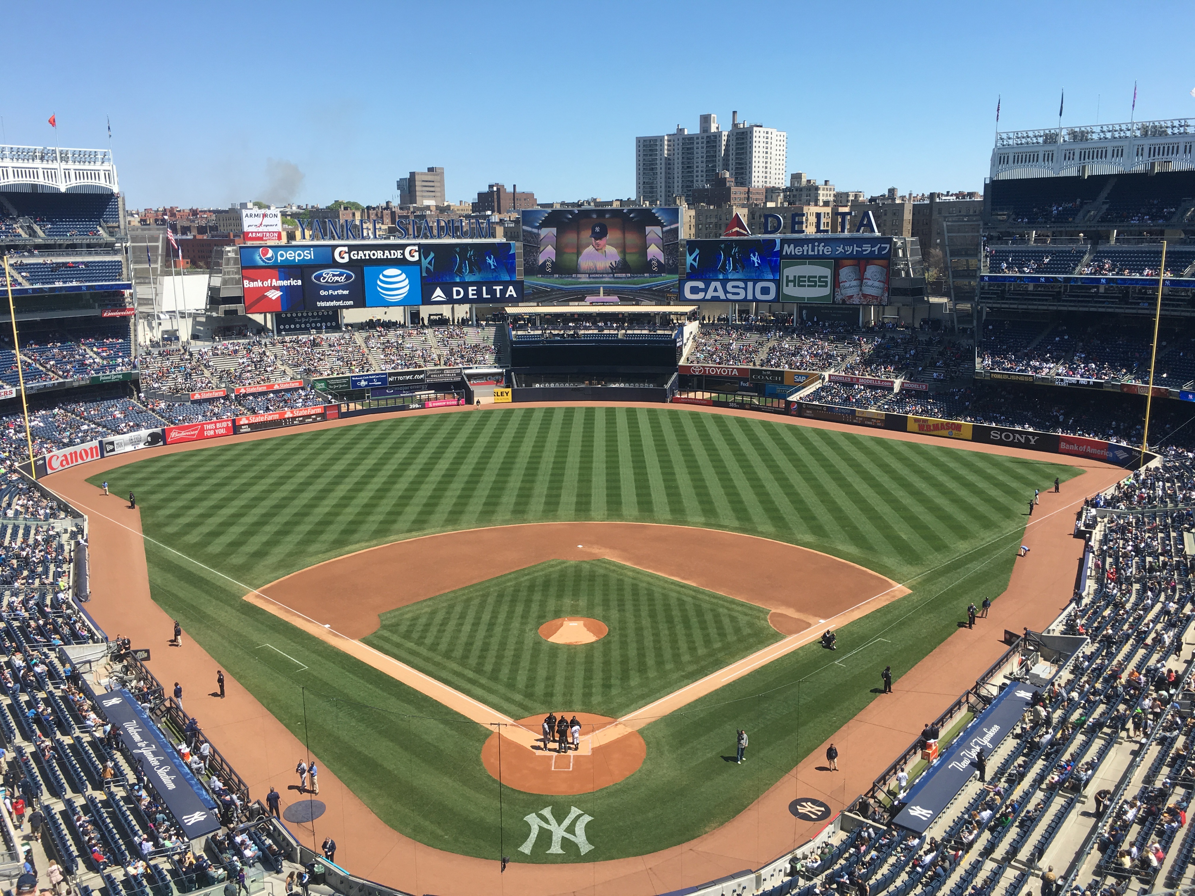 new york yankees View the latest new york yankees news, scores, schedule, stats, roster, standings, players, fantasy leaders, rumors, videos, photos, injuries, transactions and more .