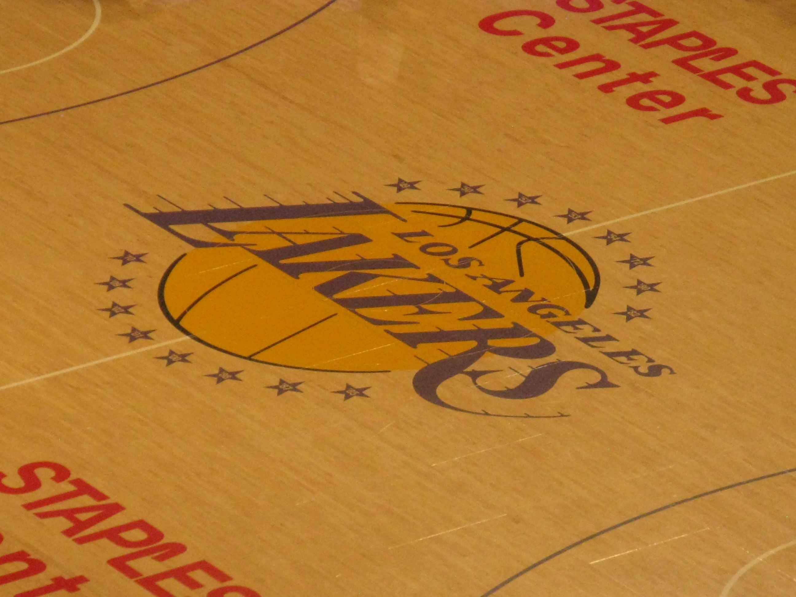 Staples center los angeles lakers stadium journey staples center l a lakers logo at midcourt voltagebd Choice Image