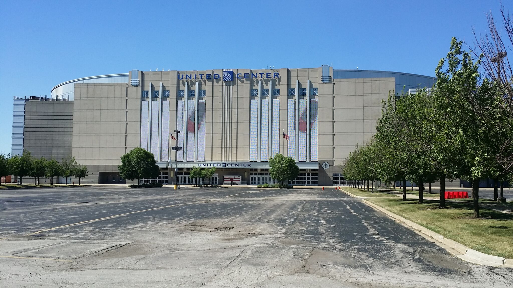 Exterior: United Center – Chicago Bulls