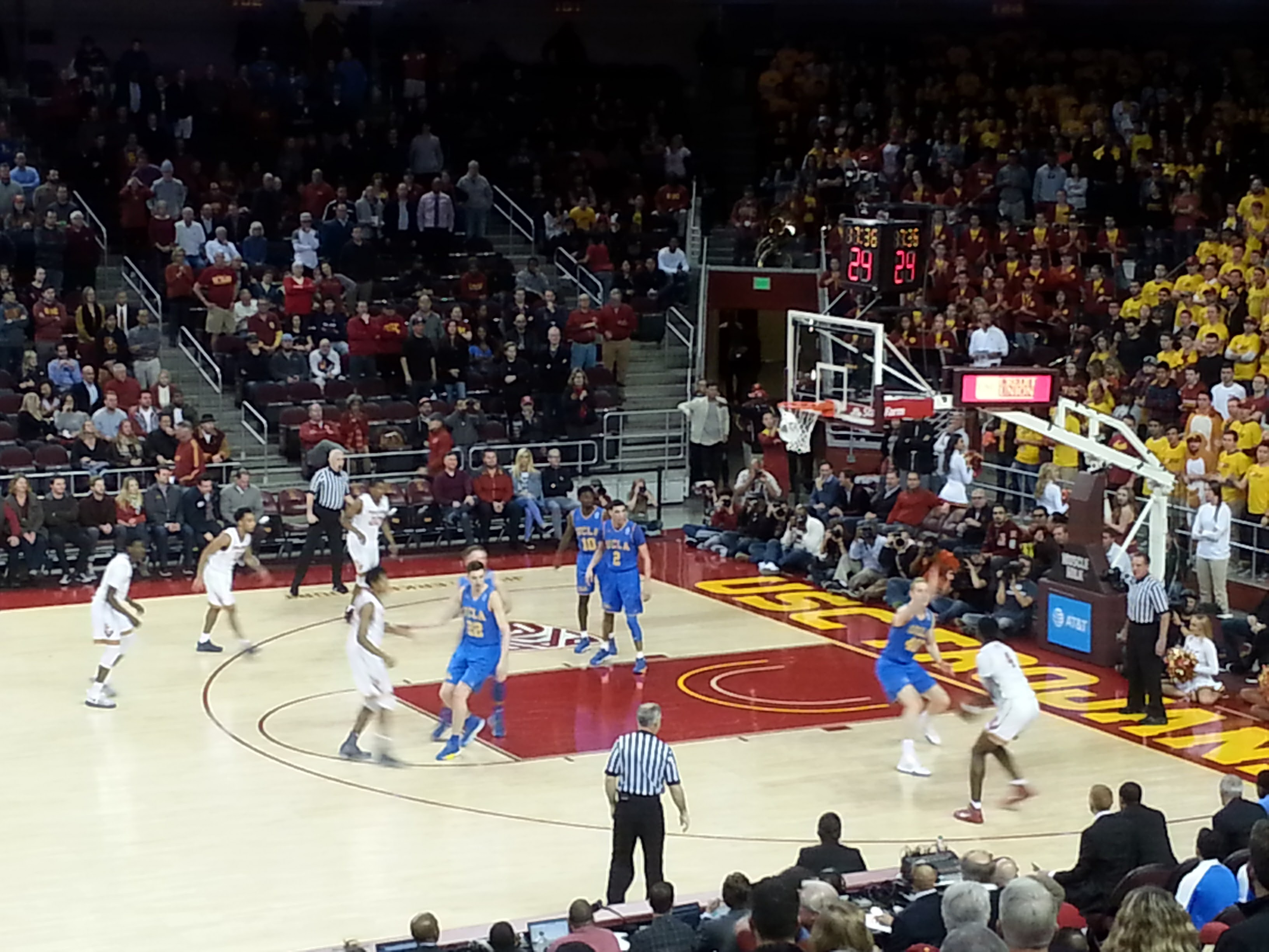 Galen Center USC Trojans First Half Action