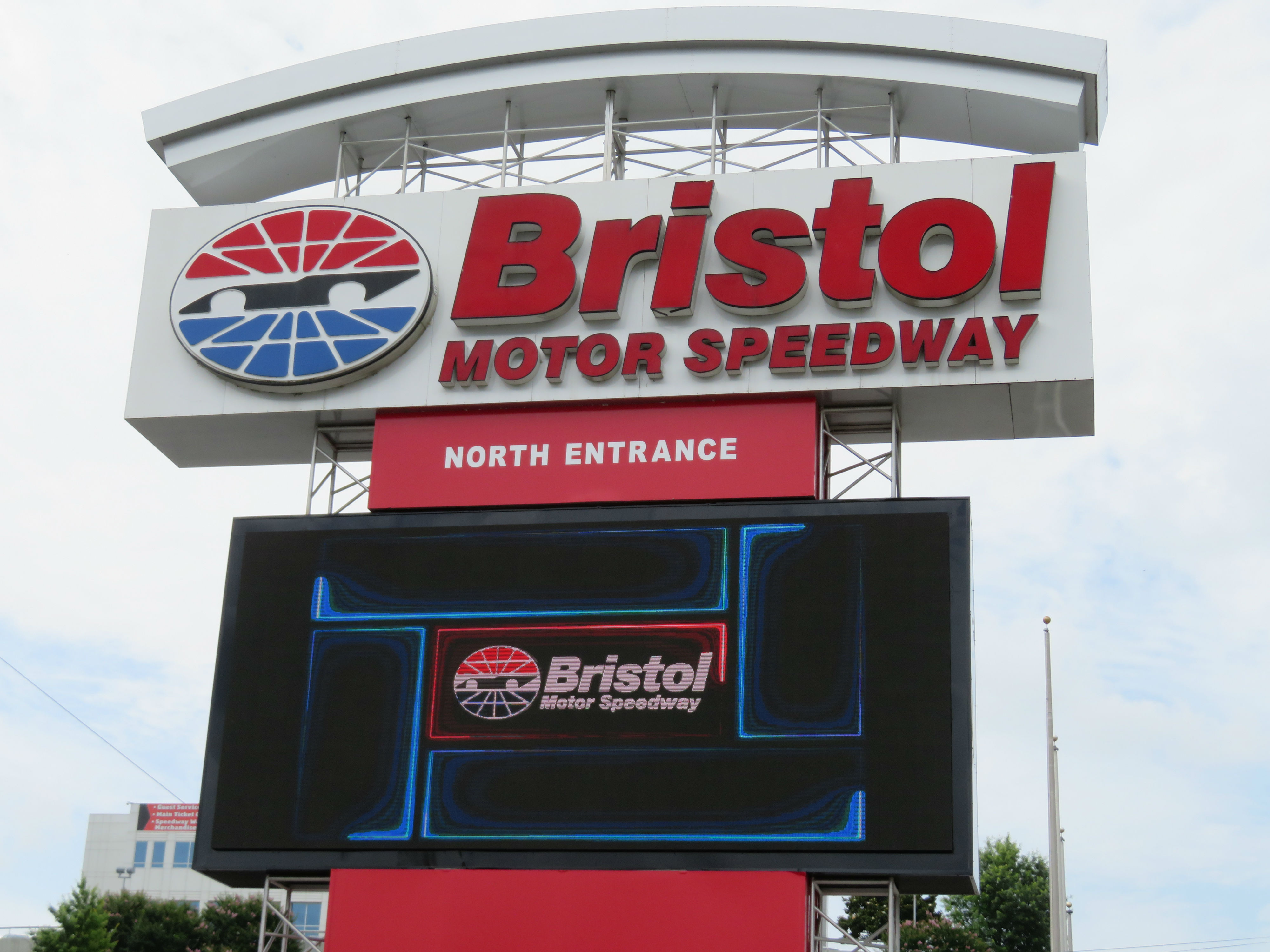Closest airport to bristol motor speedway for Hotels near bristol motor speedway and dragway